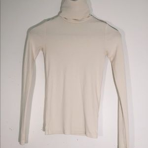 Long sleeve shirt with turtle neck